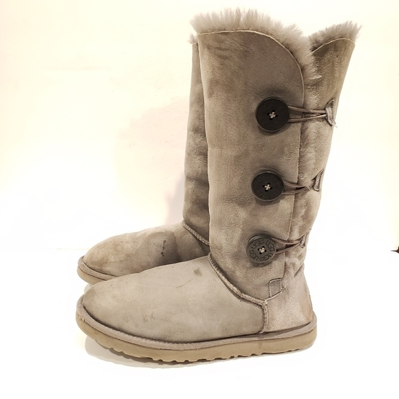 ac720a1e4aa Ugg Bailey Button tall grey size 9